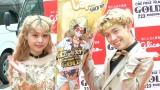 グリコ×ONE PIECE FILM GOLD「GOLDなキズナ!!」イベントに全身ゴールド衣装で登場したぺこ&りゅうちぇる (C)ORICON NewS inc.