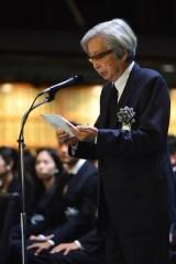 追悼の辞を読み上げる山田洋次監督=冨田勲さん『お別れの会』