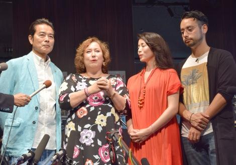 舞台『横浜グラフィティ』制作発表会見に出席した(左から)夫の勝野洋、キャシー中島、娘の雅奈恵氏、息子の勝野洋輔 (C)ORICON NewS inc.
