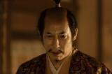 秀吉に降伏するよう進言する信繁に対し氏政(高嶋政伸)は…(C)NHK