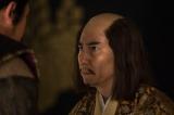 NHK大河ドラマ『真田丸』第24回「滅亡」より。秀吉の軍門に下った氏政のもとに家康が現れる(C)NHK