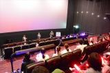 例えばペンライトを振りながら上映を楽しむ「応援上映」で人気に火が付いた