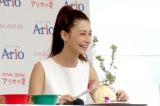 オリジナルメニューを美味しいに試食するダレノガレ明美 (C)oricon ME inc.