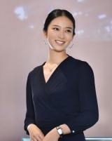 武井咲が演じる主人公・未亜はティファニーで働いているという夢のような設定 (C)TBS