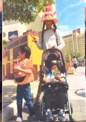 5歳と2歳の男の子…家族でUSJを訪れた織田信成のプライベートショット=『イクメン オブ ザ イヤー 2015』表彰式 (C)ORICON NewS inc.
