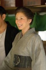 NHK連続テレビ小説『とと姉ちゃん』ヒロイン・常子たちにも愛情深かった森田屋の大女将・まつを好演した秋野暢子(C)NHK