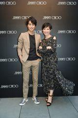 ジミーチュウのクリエイティブ・ディレクターのサンドラ・チョイ氏に取材を敢行した中村蒼(C)TBS