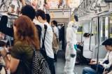 電車移動中の雪男コムアイ