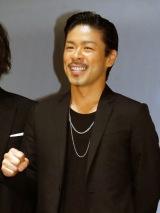 初プロデュース映画『KABUKI DROP』が公開。舞台あいさつでガッツポーズをみせたEXILE MATSU (C)ORICON NewS inc.
