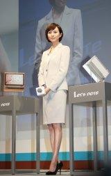 「レッツノート」の2014年秋冬モデル発表会に出席した比嘉愛未 (C)oricon ME inc.
