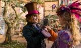 ジョニー・デップが演じるマッドハッターの変化にも注目。映画『アリス・イン・ワンダーランド/時間の旅』(7月1日公開)(C)2016 Disney Enterprises, Inc. All Rights Reserved.