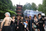 栃木・日光東照宮五重塔前で奉納ライブを行った和楽器バンド