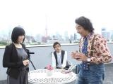 山本彩(NMB48)の出演シーン。探偵役で池田鉄洋(右)、柄本時生(中央奥)が出演
