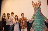 映画『大怪獣モノ』完成披露舞台あいさつに出席した(左から)赤井沙希、斉藤秀翼、飯伏幸太、河西美希、河崎実監督、大怪獣モノ (C)ORICON NewS inc.