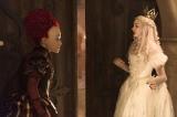 映画『アリス・イン・ワンダーランド/時間の旅』(7月1日公開)赤の女王と白の女王の幼少期のエピソードが明らかに(C)2016 Disney Enterprises, Inc. All Rights Reserved.