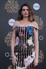 映画『アリス・イン・ワンダーランド/時間の旅』(7月1日公開)白の女王を演じるアン・ハサウェイ