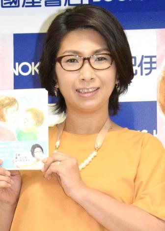 著書『ママの涙』刊行記念サイン本お渡し会を行ったくわばたりえ (C)ORICON NewS inc.