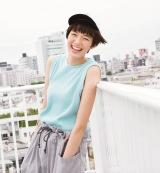 『mini』8月号で初めて同誌のカバーを飾った佐藤栞里(宝島社)