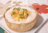 大きくカットされたマンゴーが贅沢な『季節限定 ごろごろマンゴーとココナッツのチーズタルト』 (C)oricon ME inc.