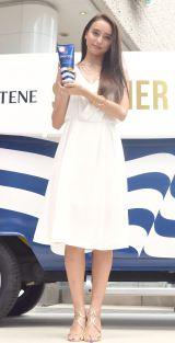 『パンテーン サマーレスキュー イベント』に登場し美髪を披露したモデルで女優の石田ニコル (C)oricon ME inc.