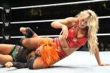 『WWE Live Japan』に出場したシャーロット(右)vsベッキー・リンチ(C)2016 WWE, Inc. All Rights Reserved.