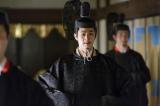 秀吉(小日向文世)は、秀次(新納慎也)に関白の座を譲る(C)NHK