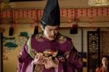 大河ドラマ『真田丸』第26回「瓜売(うりうり)」より。 立場が危うくなった秀次は恐怖を募らせる(C)NHK