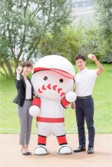 4月にABCに入社した新人アナウンサー、小西陸斗(右)と澤田有也佳(左)が本格デビュー。ねったまくんと高校野球一色の夏に(C)ABC