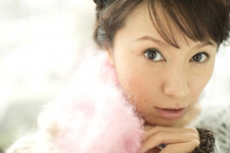 サムネイル 7歳下会社員との結婚&妊娠を発表した鈴木亜美