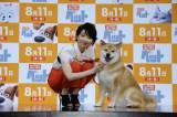 映画『ペット』LIVE付きスペシャル試写会に登壇した(左から)家入レオ、柴犬まるちゃん