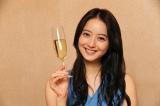 美人でオシャレに手を抜かないミキが宿無し無一文の男たちに近づいた真の目的とは?(C)テレビ東京