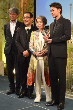 『第42回 放送文化基金賞』贈呈式に出席した(左から)升毅、さだまさし、樹木希林、佐藤健 (C)ORICON NewS inc.