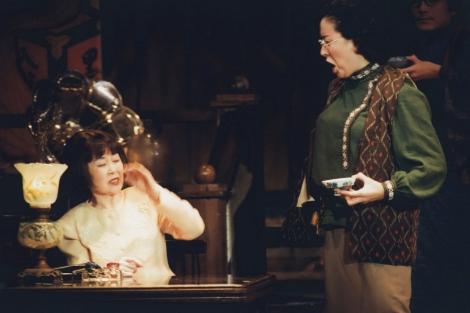 高畑淳子&森光子さんの初共演舞台『本郷菊富士ホテル』(1988年)高畑がご飯粒を森さんに飛ばして話す場面