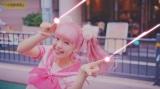 """藤田ニコル、デビュー曲MVで""""にこるんビーム""""披露"""