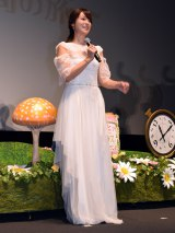 映画『アリス・イン・ワンダーランド/時間の旅』のイベントに純白ドレス姿で登場した深田恭子 (C)ORICON NewS inc.