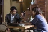 NHK・BSプレミアムのドラマ『受験のシンデレラ』第2回より。 五十嵐透(小泉孝太郎)は真紀(川口春奈)に勉強を教えることに (C)NHK