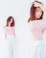 ピンクのボディースーツを着こなした北川景子=『ar』(主婦と生活社)8月号