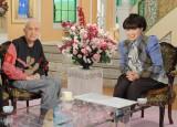 永六輔さん(左)を追悼した黒柳徹子(写真は2015年2月3日放送『徹子の部屋』より) (C)テレビ朝日