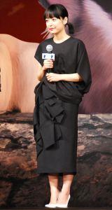 黒猫をイメージした衣装で登壇した井上 (C)ORICON NewS inc.