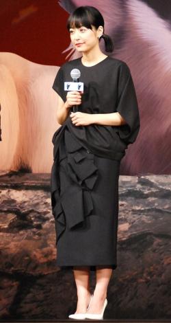黒猫をイメージした衣装で登壇した井上真央=アニメーション映画『ルドルフとイッパイアッテナ』完成披露試写会舞台あいさつ (C)ORICON NewS inc.