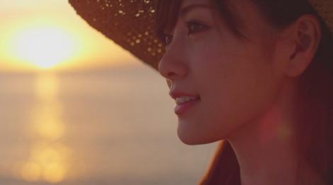 乃木坂46の白石麻衣初のソロ曲「オフショアガール」MVより