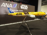 英ロンドンで開催の『スター・ウォーズ・セレブレーション2016』でC-3POの特別塗装機のデザインが発表された(C)ORICON NewS inc.