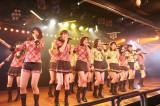 生誕祭前に行われた「僕の太陽」公演(前列左から3人目が平田梨奈)(C)AKS
