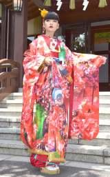 蜷川実花氏の手がけた和装ウェディングドレス姿を披露した秋元梢 (C)ORICON NewS inc.