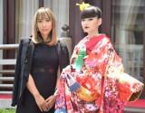 ウェディングブランド『M/mika ninagawa×KURAUDIA』デビューコレクション発表会に出席した(左から)蜷川実花氏、秋元梢 (C)ORICON NewS inc.