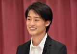 テレビ初歌唱した尾崎豊さんの長男・尾崎裕哉(C)TBS