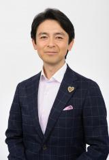 リオデジャネイロパラリンピックの閉会式、選手へのインタビューを担当する山田賢治アナウンサー(C)NHK