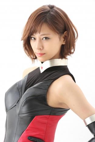 キューティーハニーを演じる西内まりや。黒を基調としたバトルスーツ姿を披露 (C)2016「CUTIE HONEY-TEARS-」製作委員会
