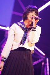 21世紀生まれのセンター・平手友梨奈(14)はソロ曲「山手線」も披露