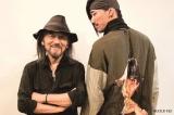 (左から)パリで対談した山本耀司氏、EXILE/三代目 J Soul Brothersの小林直己 (宝島社『smart』9月号より)